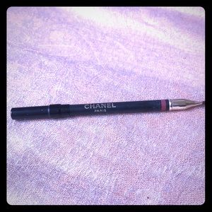 CHANEL lip liner is rose tawny